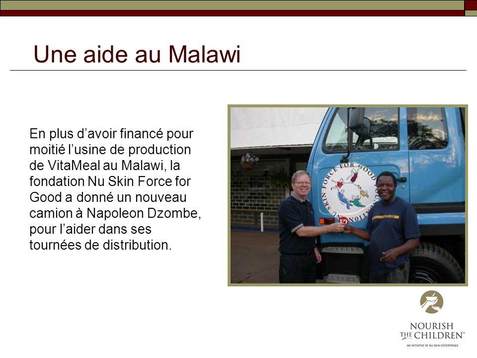 En plus davoir financé pour moitié lusine de production de VitaMeal au Malawi, la fondation Nu Skin Force for Good a donné un nouveau camion à Napoleo