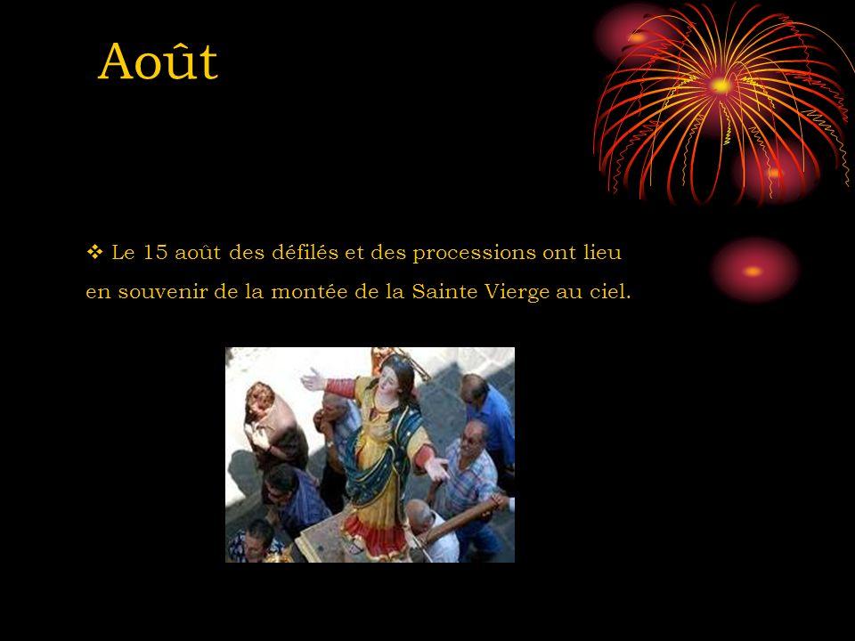 Août Le 15 août des défilés et des processions ont lieu en souvenir de la montée de la Sainte Vierge au ciel.