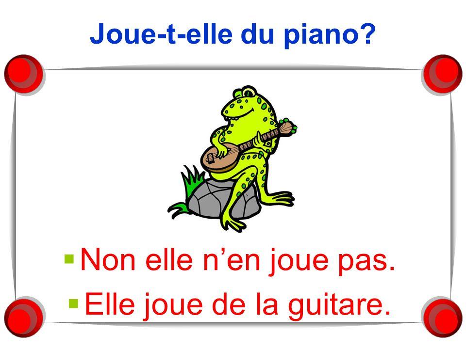 Joue-t-elle du piano? Non elle nen joue pas. Elle joue de la guitare.