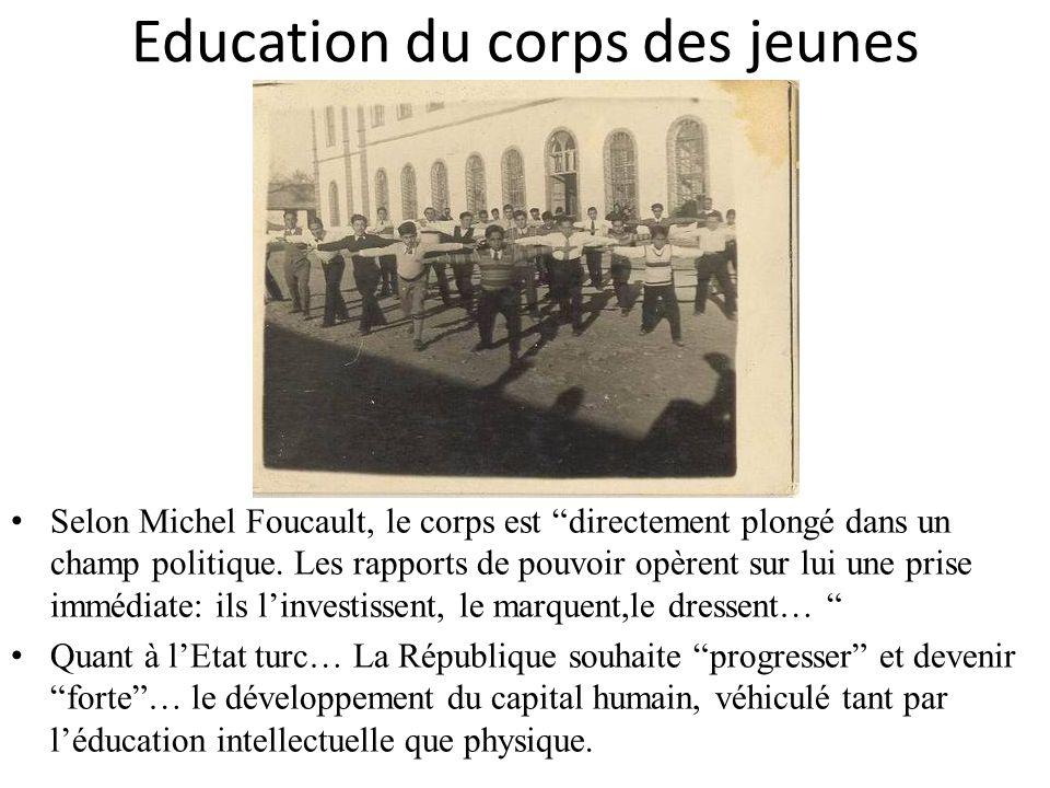Education du corps des jeunes Selon Michel Foucault, le corps est directement plongé dans un champ politique. Les rapports de pouvoir opèrent sur lui