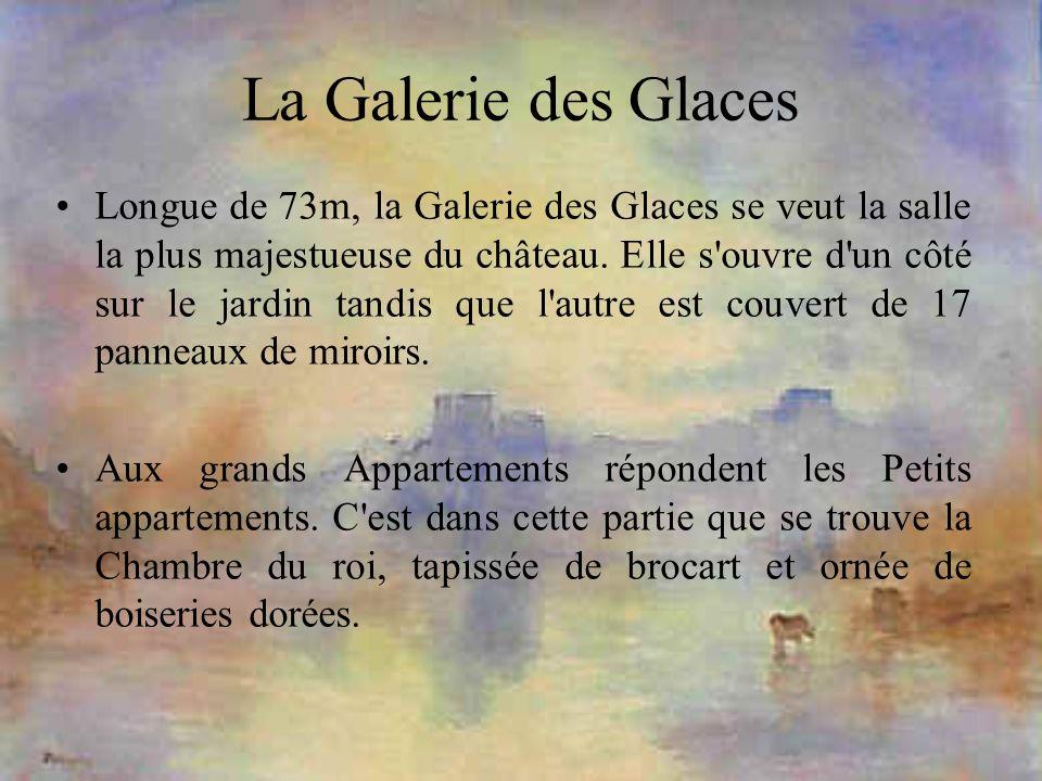 La Galerie des Glaces Longue de 73m, la Galerie des Glaces se veut la salle la plus majestueuse du château. Elle s'ouvre d'un côté sur le jardin tandi