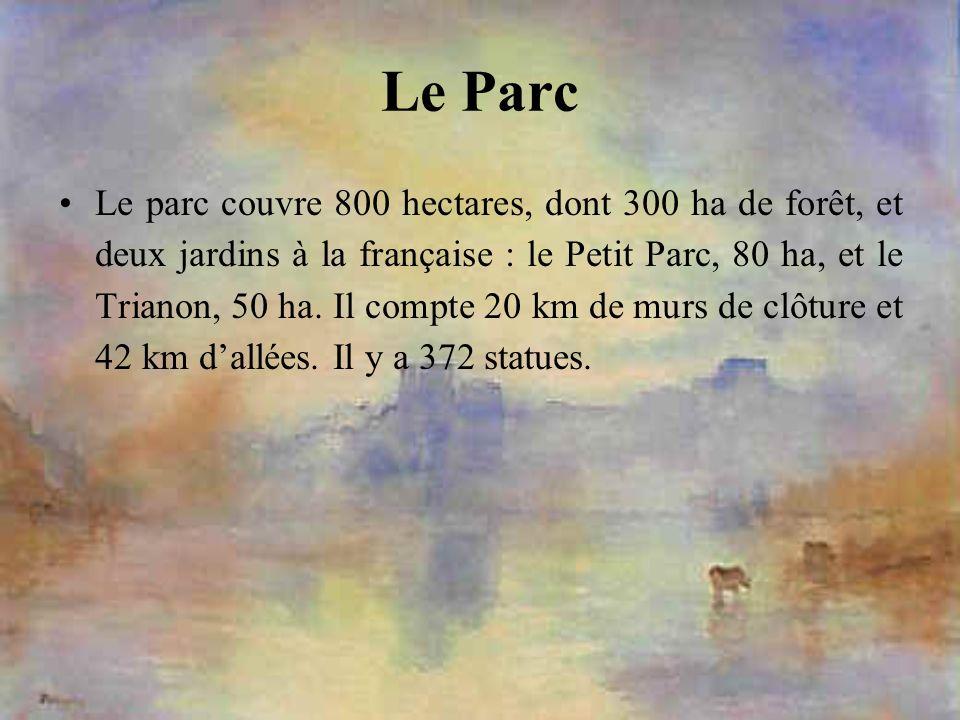Le Parc Le parc couvre 800 hectares, dont 300 ha de forêt, et deux jardins à la française : le Petit Parc, 80 ha, et le Trianon, 50 ha. Il compte 20 k