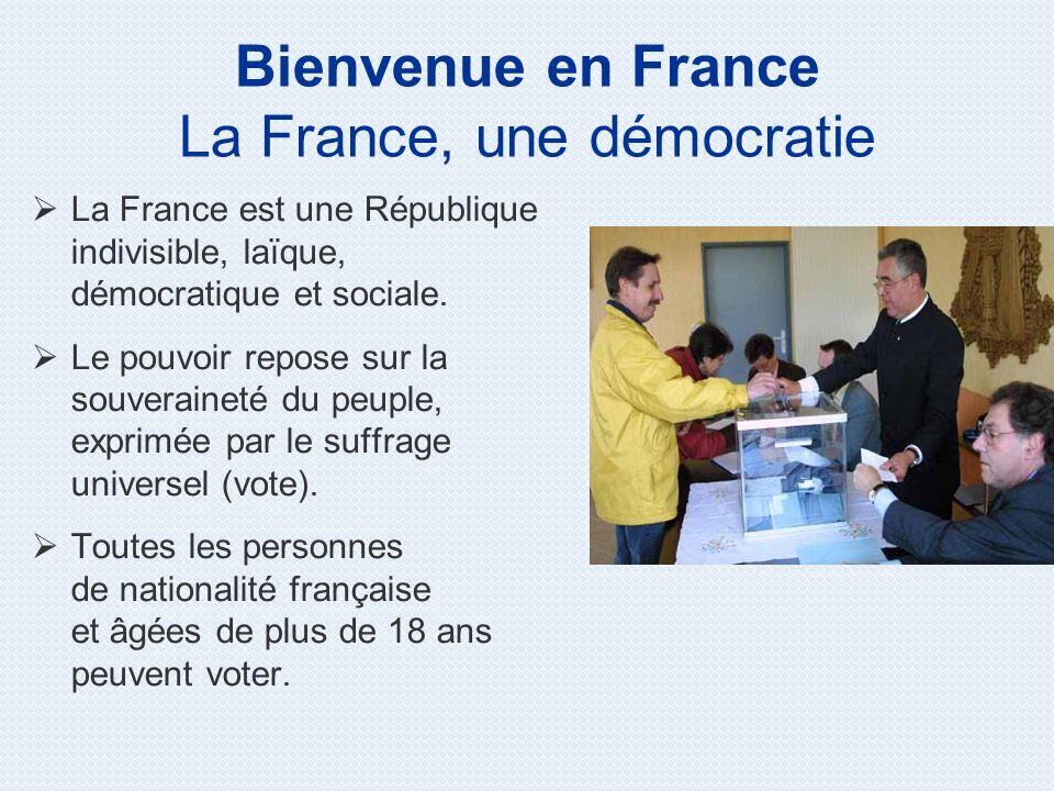 La France est une République indivisible, laïque, démocratique et sociale. Le pouvoir repose sur la souveraineté du peuple, exprimée par le suffrage u