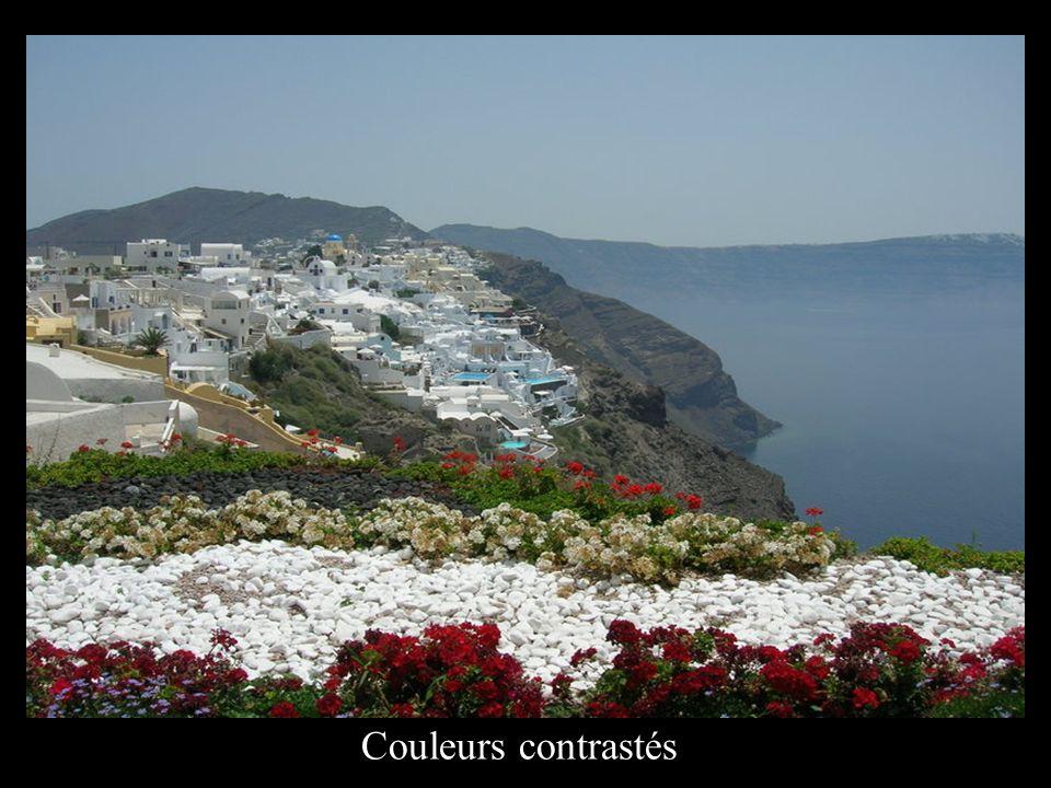 Superbes maisons blanches sur les hauteurs.
