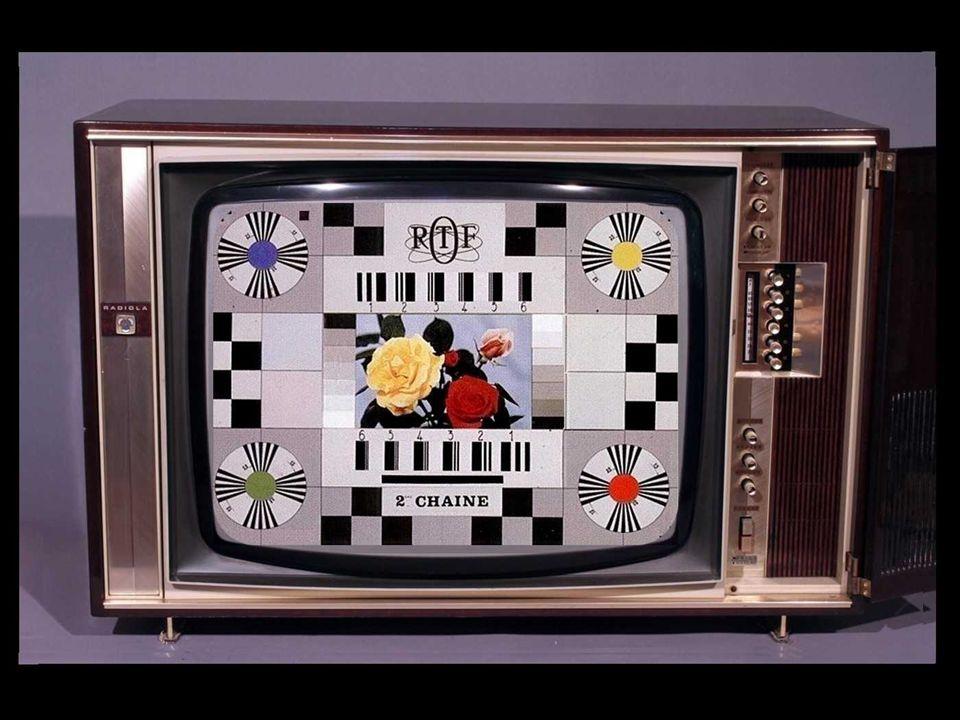 Et puis un jour… Le dimanche 1 er octobre 1967, à 14h15, la première émission de télévision en couleur est inaugurée sur la deuxième chaîne française.