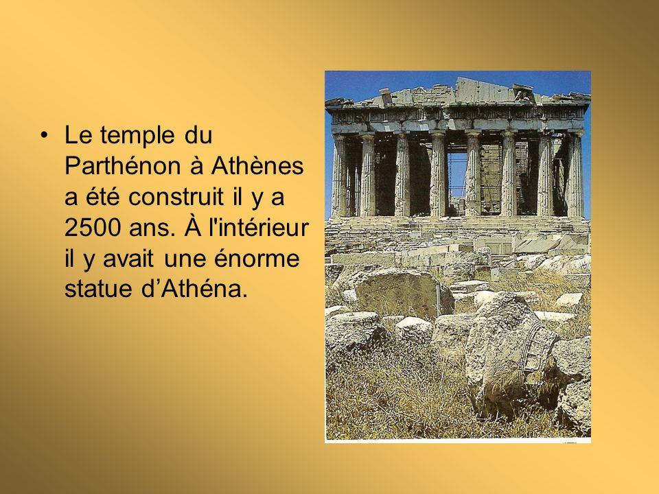 Le Temple dApollon à Delphi était le plus célèbre de tous les sanctuaires.