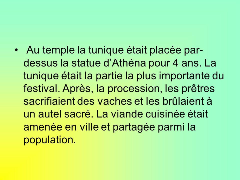 LE FESTIVAL DE THESMOPHORIA Le festival de Thesmophoria était tenu à Athènes chaque automne.
