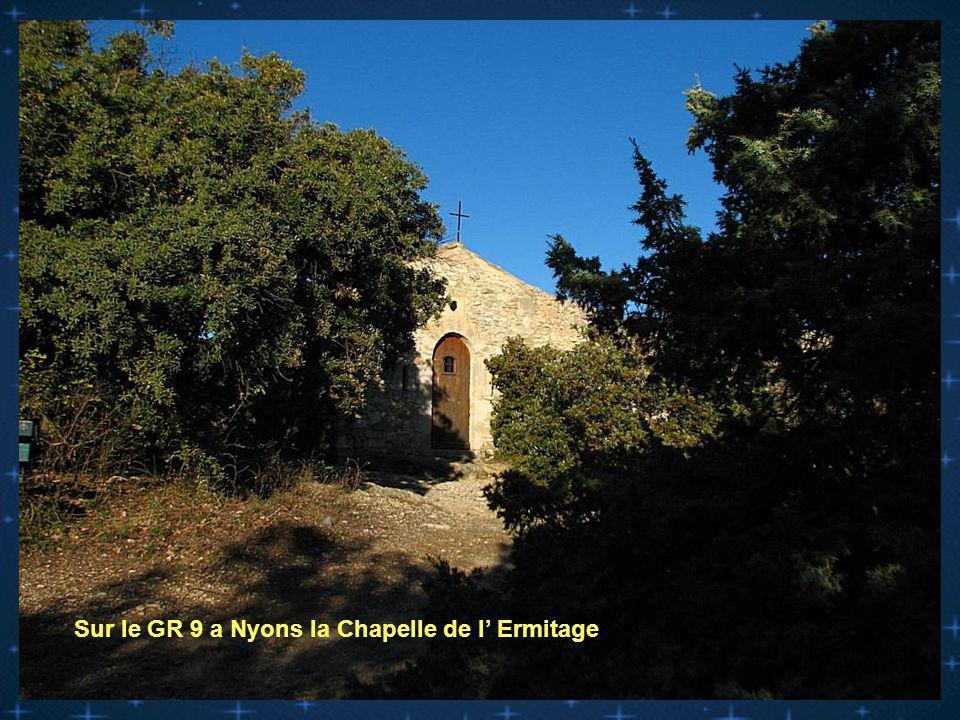 Sur le GR 9 a Nyons la Chapelle de l Ermitage