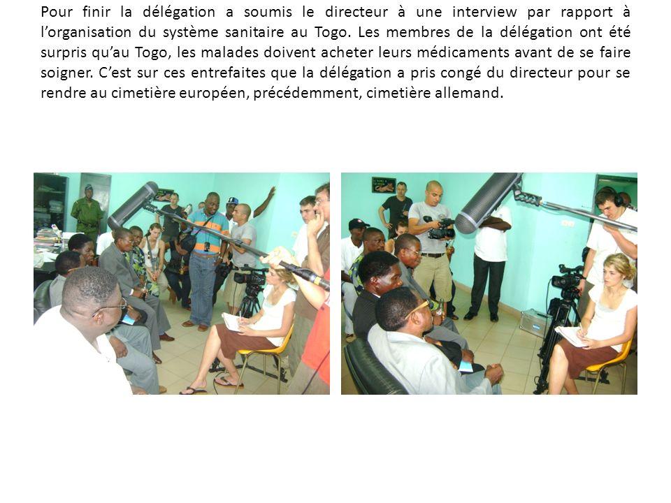 Pour finir la délégation a soumis le directeur à une interview par rapport à lorganisation du système sanitaire au Togo. Les membres de la délégation