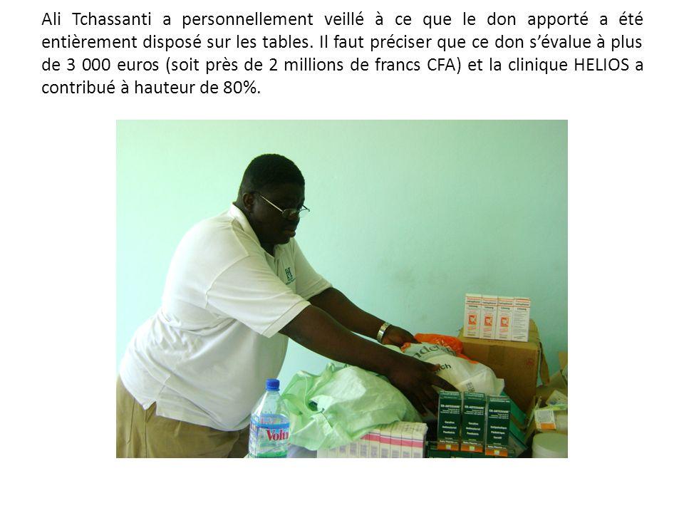 Ali Tchassanti a personnellement veillé à ce que le don apporté a été entièrement disposé sur les tables. Il faut préciser que ce don sévalue à plus d