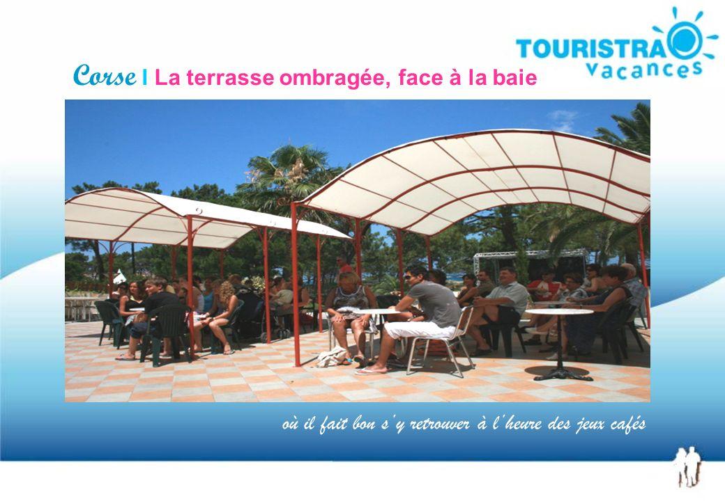 Corse I La terrasse ombragée, face à la baie où il fait bon sy retrouver à lheure des jeux cafés