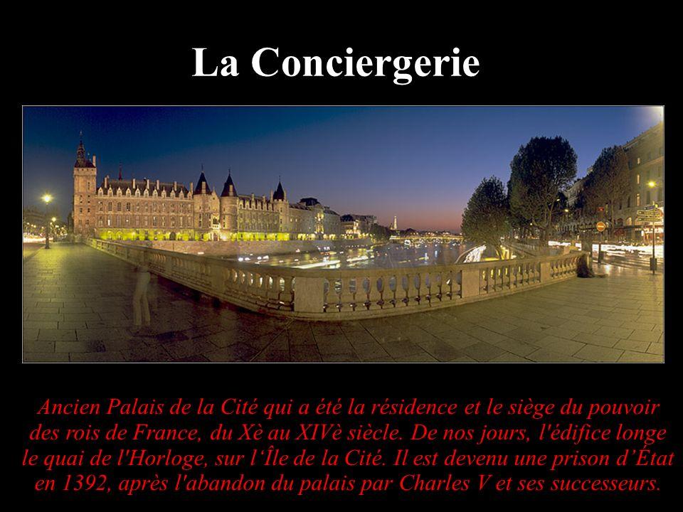 Ancien Palais de la Cité qui a été la résidence et le siège du pouvoir des rois de France, du Xè au XIVè siècle. De nos jours, l'édifice longe le quai
