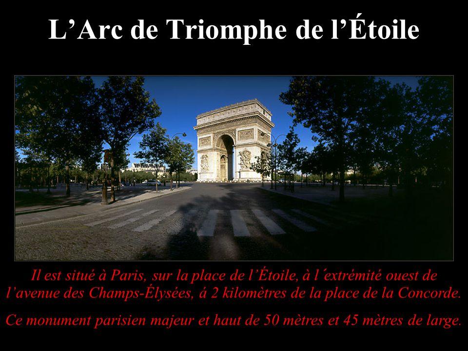 Il est situé à Paris, sur la place de lÉtoile, à l´extrémité ouest de lavenue des Champs-Élysées, á 2 kilomètres de la place de la Concorde. Ce monume