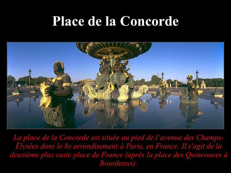 La place de la Concorde est située au pied de lavenue des Champs- Élysées dans le 8e arrondisement à Paris, en France. Il s'agit de la deuxième plus v