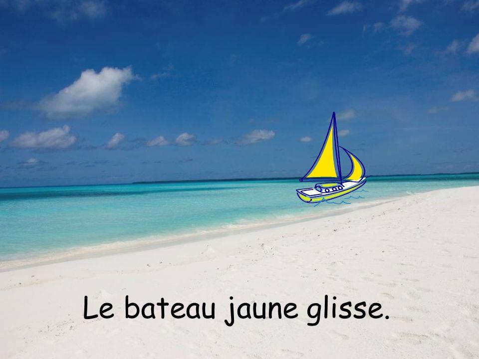 Le bateau jaune glisse.