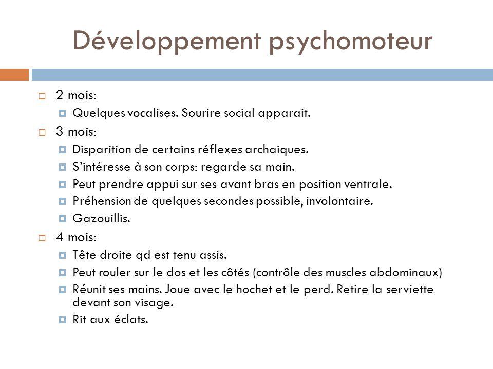 Développement psychomoteur 2 mois: Quelques vocalises. Sourire social apparait. 3 mois: Disparition de certains réflexes archaiques. Sintéresse à son