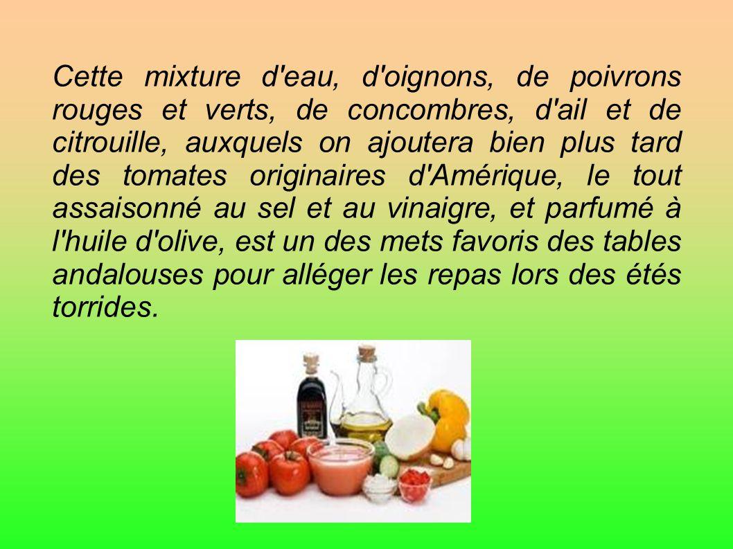 Cette mixture d'eau, d'oignons, de poivrons rouges et verts, de concombres, d'ail et de citrouille, auxquels on ajoutera bien plus tard des tomates or
