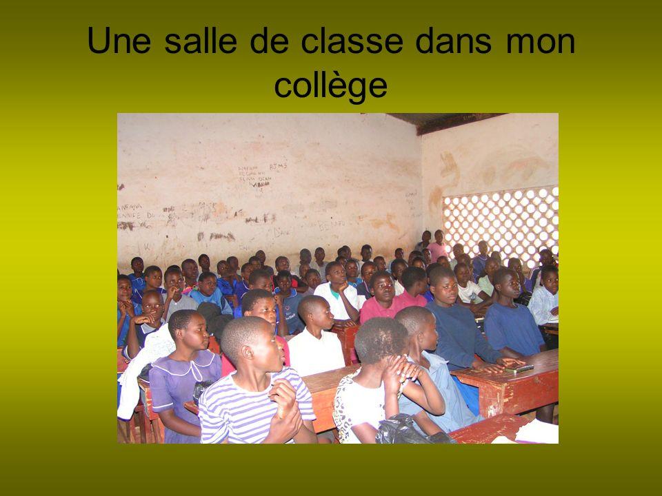 Une salle de classe dans mon collège