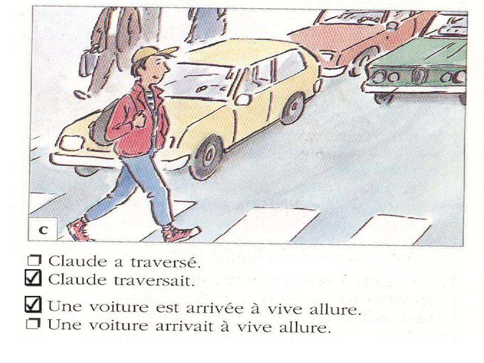 Alice et Julia parlent dans la rue devant chez Alice.
