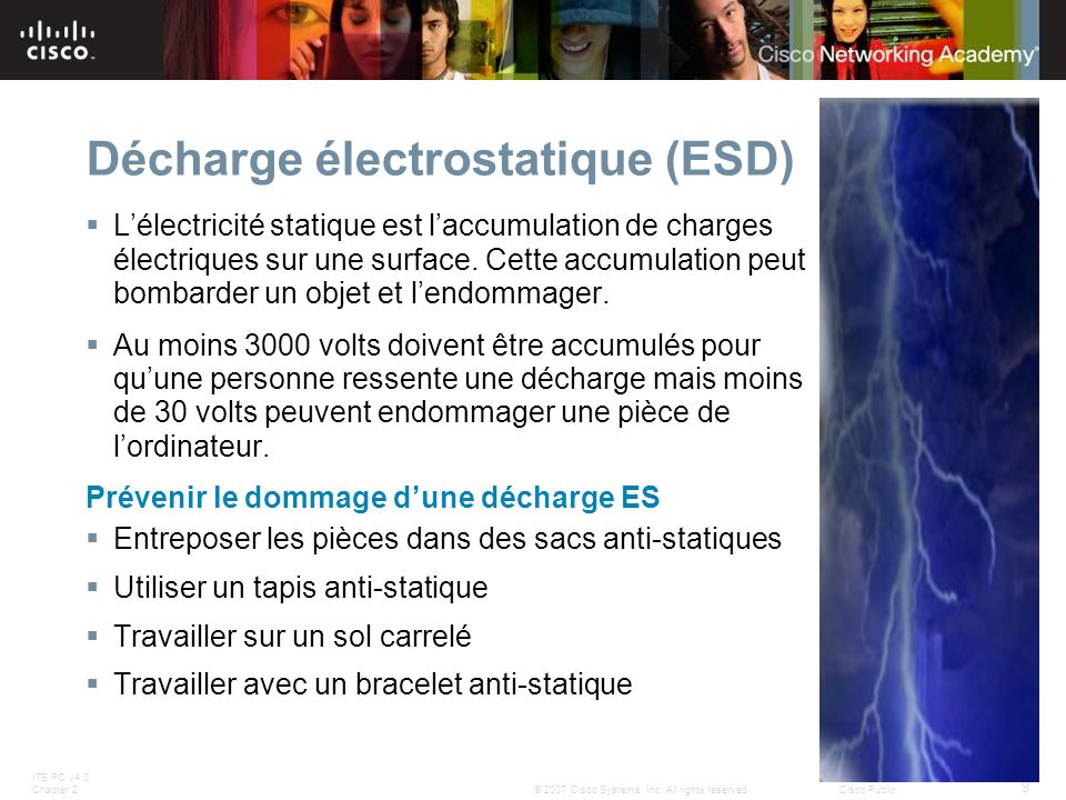 ITE PC v4.0 Chapter 2 9 © 2007 Cisco Systems, Inc. All rights reserved.Cisco Public Décharge électrostatique (ESD) Lélectricité statique est laccumula