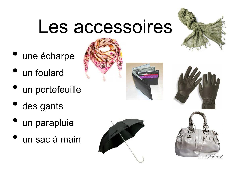 Les accessoires une écharpe un foulard un portefeuille des gants un parapluie un sac à main