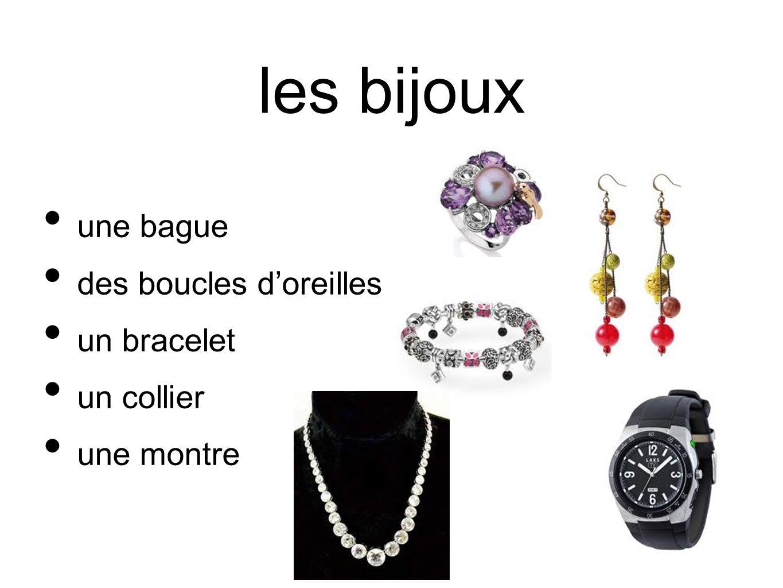 les bijoux une bague des boucles doreilles un bracelet un collier une montre