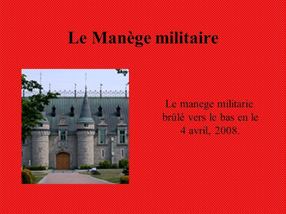 Le Manège militaire Le manege militarie brûlé vers le bas en le 4 avril, 2008.