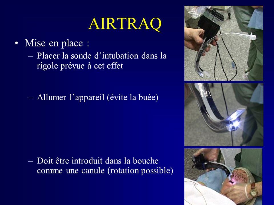 AIRTRAQ Mise en place : –Placer la sonde dintubation dans la rigole prévue à cet effet –Allumer lappareil (évite la buée) –Doit être introduit dans la