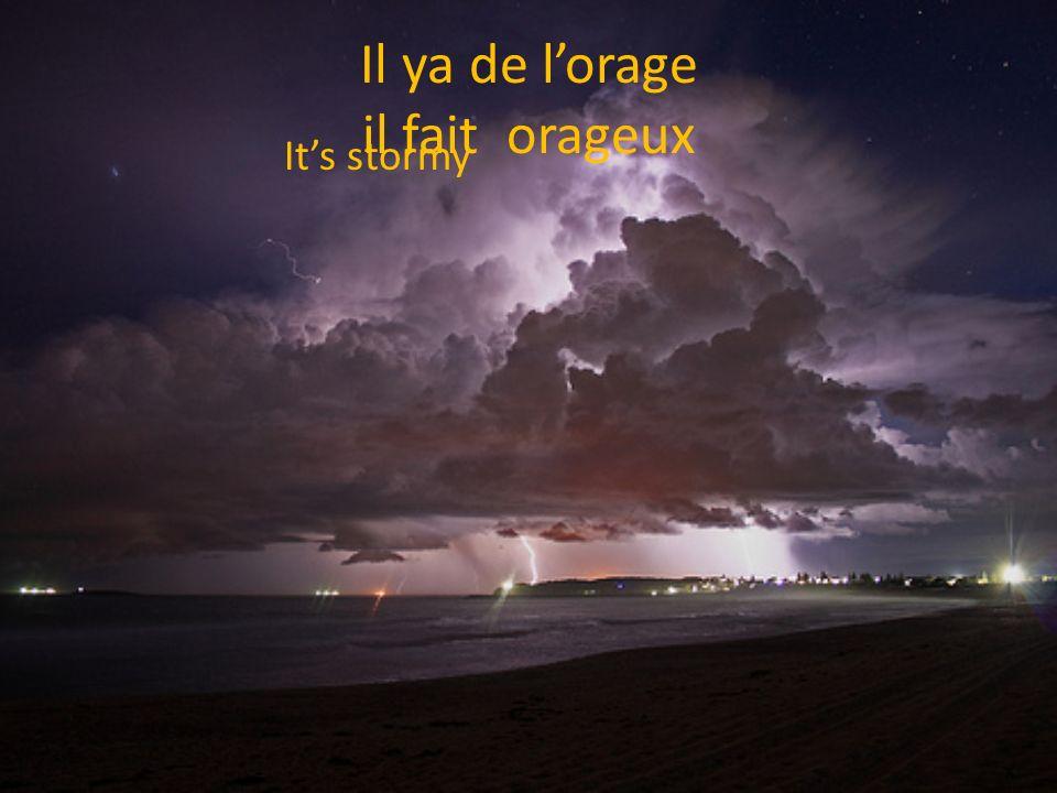 Il ya de lorage il fait orageux Its stormy