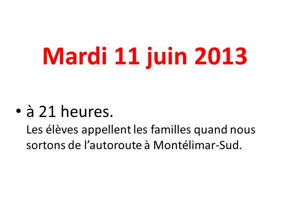 Mardi 11 juin 2013 à 21 heures. Les élèves appellent les familles quand nous sortons de lautoroute à Montélimar-Sud.