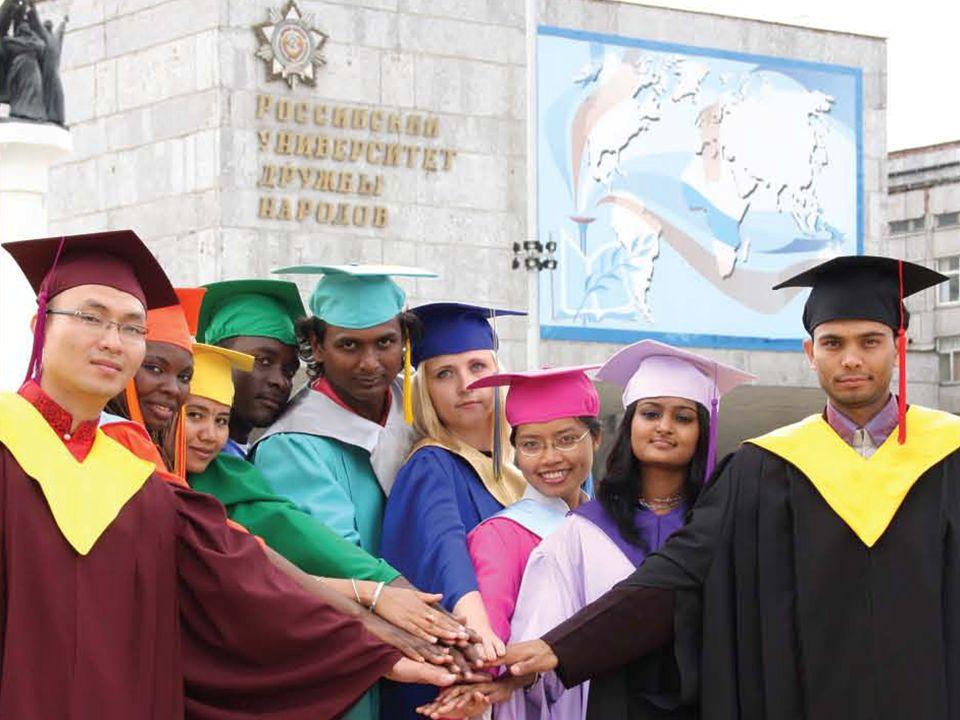 (Фото иностранных студентов в мантиях)