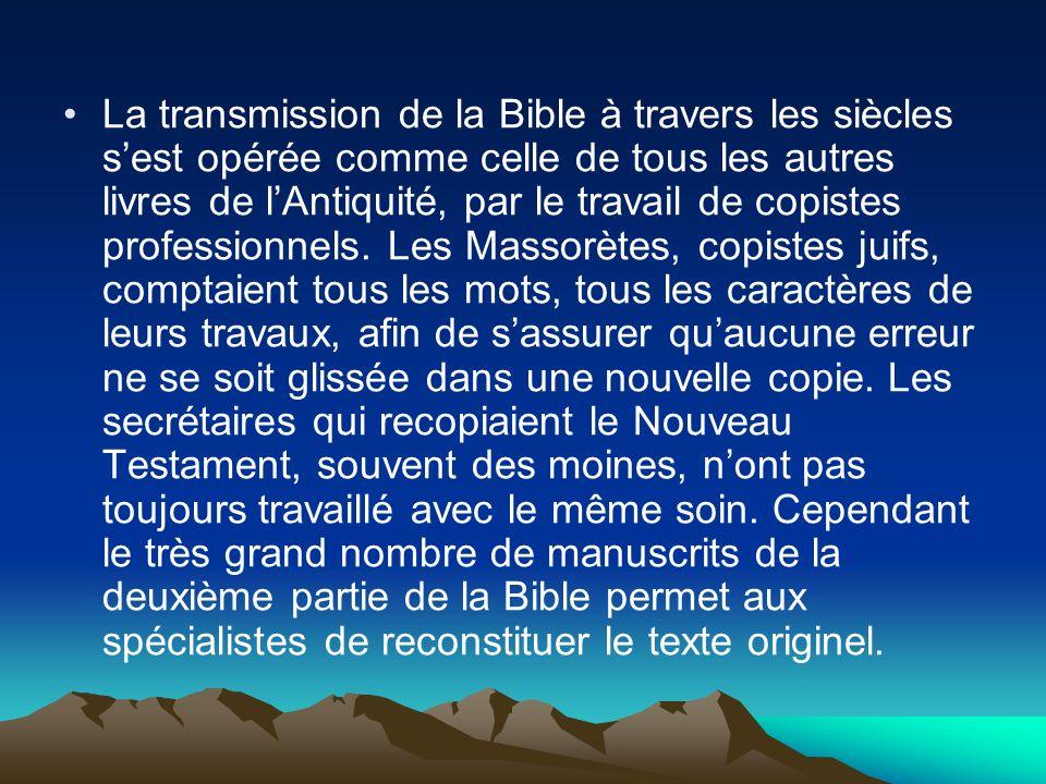 La transmission de la Bible à travers les siècles sest opérée comme celle de tous les autres livres de lAntiquité, par le travail de copistes professi