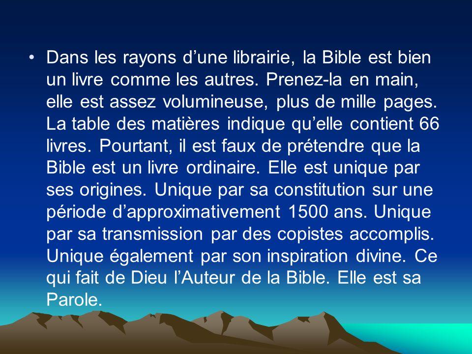 Dans les rayons dune librairie, la Bible est bien un livre comme les autres. Prenez-la en main, elle est assez volumineuse, plus de mille pages. La ta