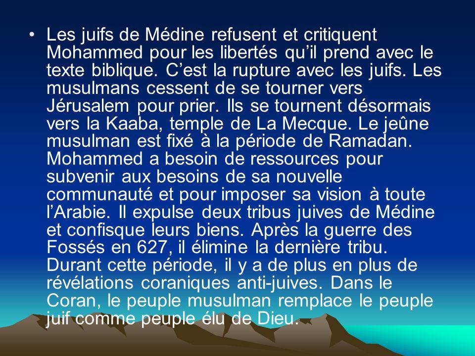 Les juifs de Médine refusent et critiquent Mohammed pour les libertés quil prend avec le texte biblique. Cest la rupture avec les juifs. Les musulmans