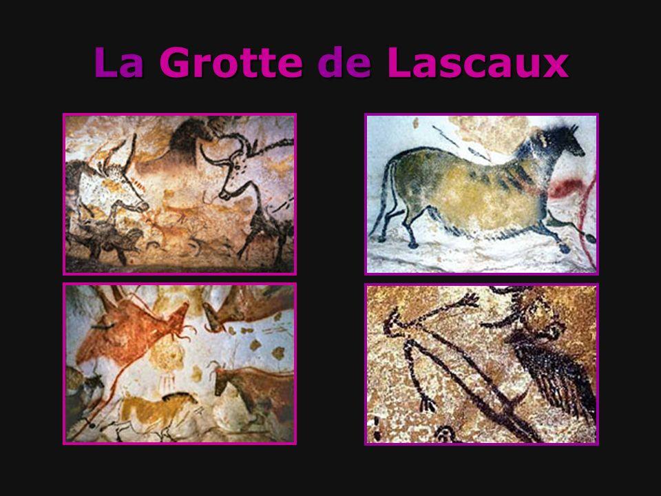 Il y a des peintures avec des chevaux, des taureaux, des daims et un oiseau aussi.