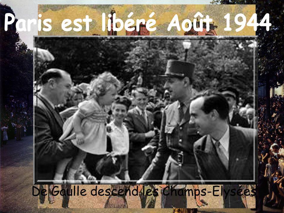 De Gaulle descend les Champs-Elysées