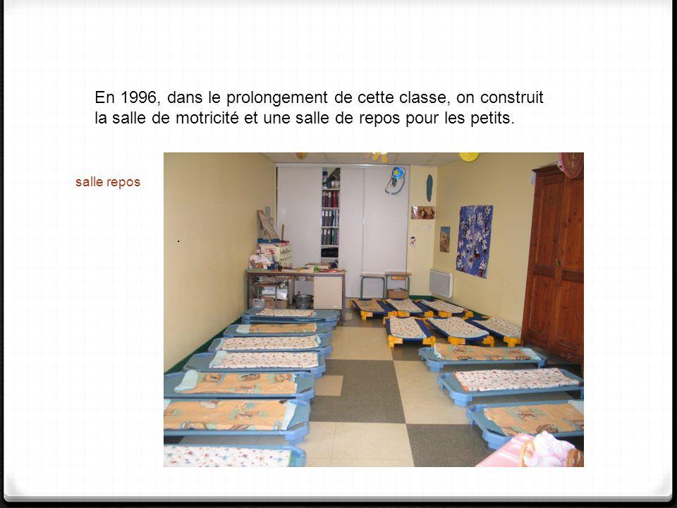 salle repos. En 1996, dans le prolongement de cette classe, on construit la salle de motricité et une salle de repos pour les petits.