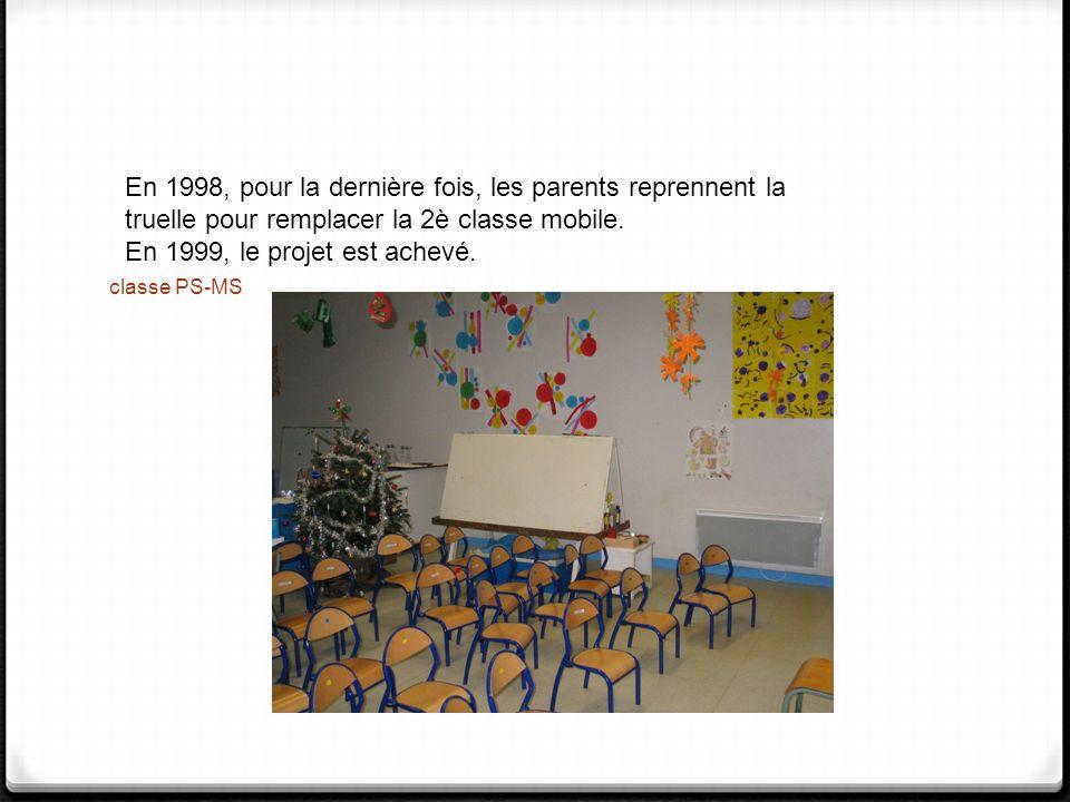 classe PS-MS En 1998, pour la dernière fois, les parents reprennent la truelle pour remplacer la 2è classe mobile. En 1999, le projet est achevé.