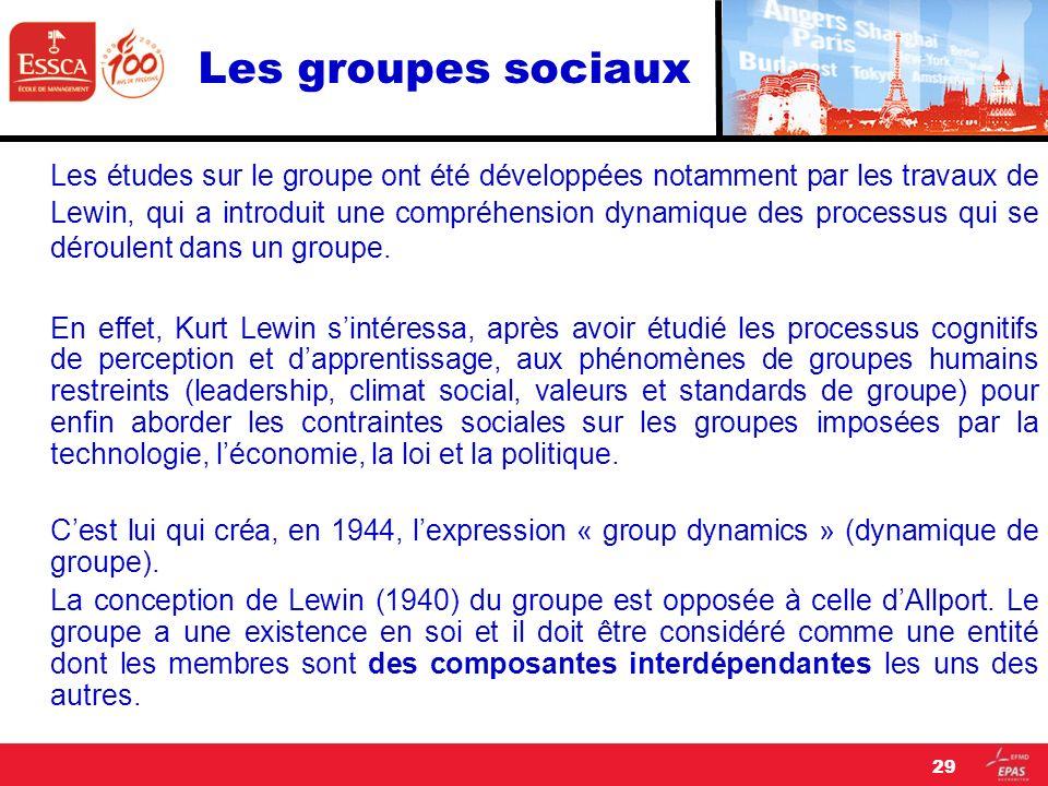 Les groupes sociaux Les études sur le groupe ont été développées notamment par les travaux de Lewin, qui a introduit une compréhension dynamique des p