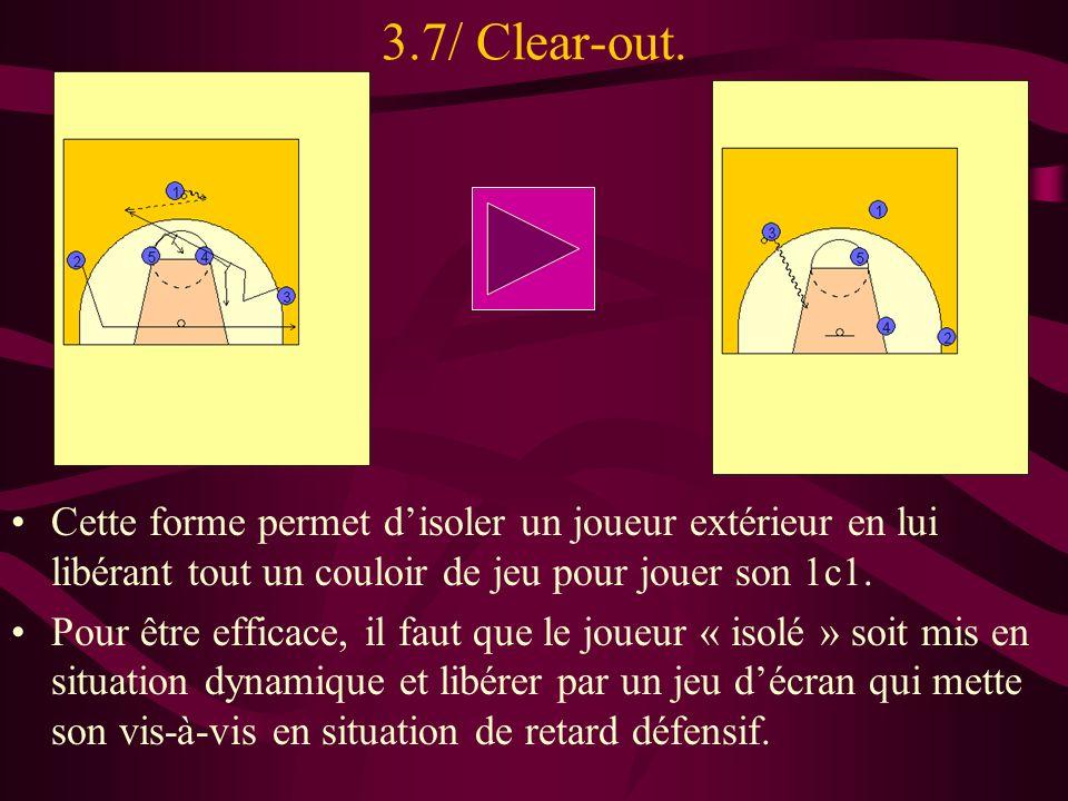 3.7/ Clear-out. Cette forme permet disoler un joueur extérieur en lui libérant tout un couloir de jeu pour jouer son 1c1. Pour être efficace, il faut
