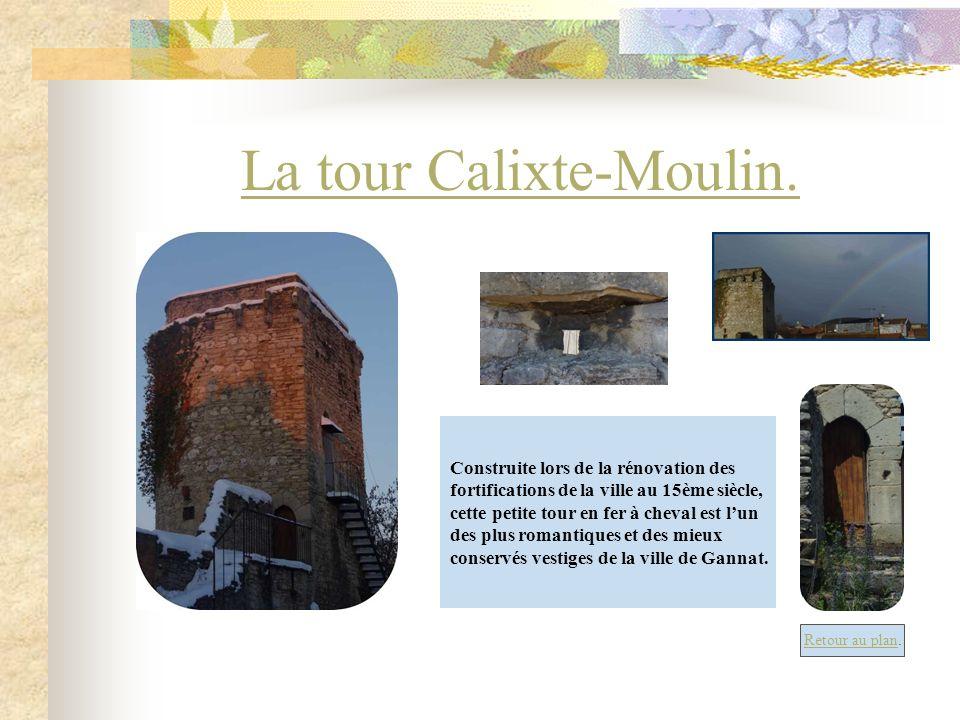 La tour Calixte-Moulin. Construite lors de la rénovation des fortifications de la ville au 15ème siècle, cette petite tour en fer à cheval est lun des