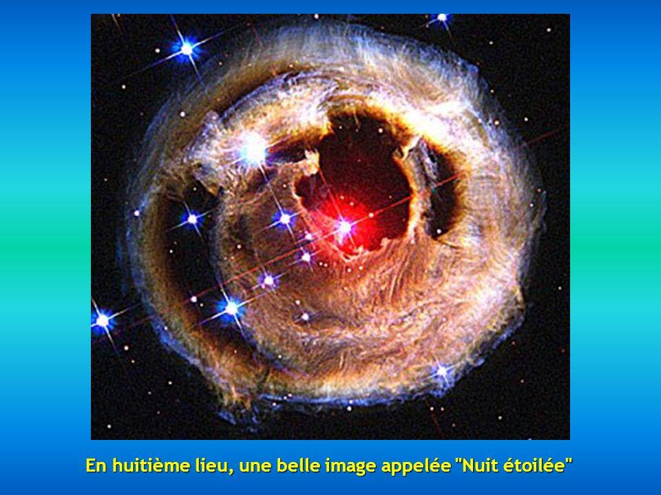 En septième position, on trouve un fragment de la Nébuleuse du Cygne située à 5500 années-lumière de distance, décrite comme