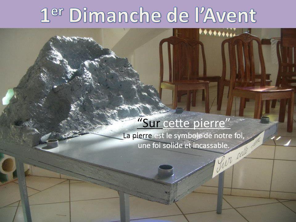 Sur cette pierre La pierre est le symbole de notre foi, une foi solide et incassable.