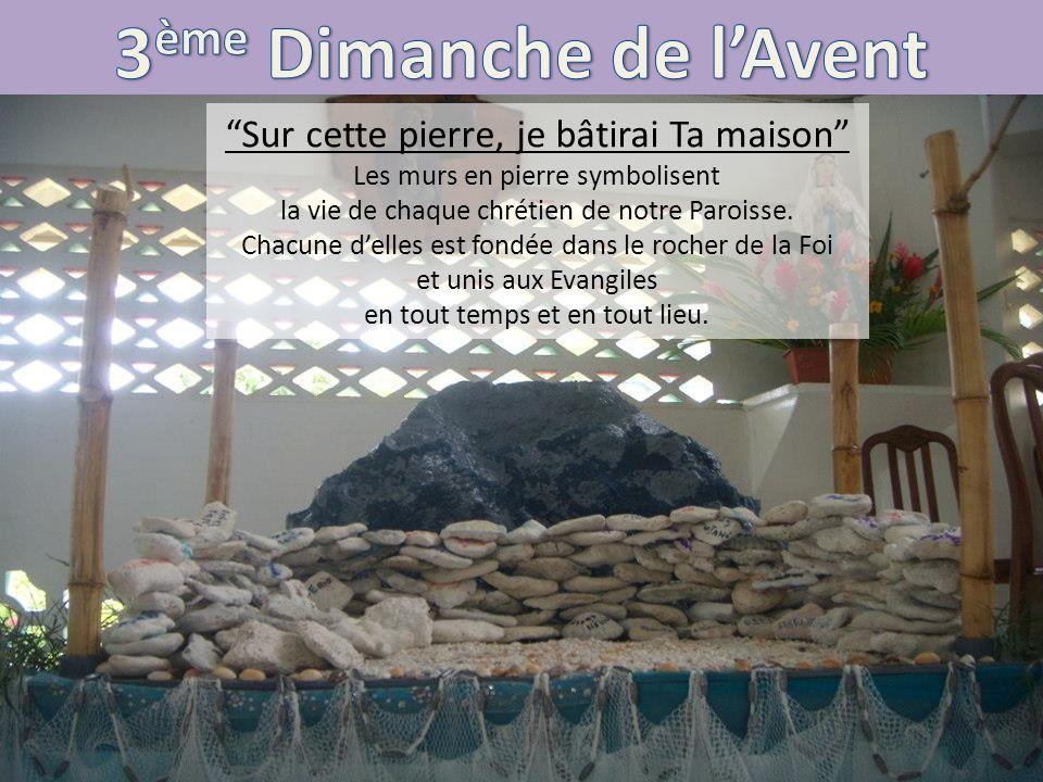 Sur cette pierre, je bâtirai Ta maison Les murs en pierre symbolisent la vie de chaque chrétien de notre Paroisse. Chacune delles est fondée dans le r