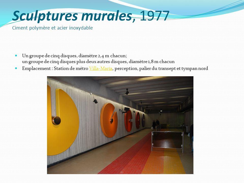Sculptures murales, 1977 Ciment polymère et acier inoxydable Un groupe de cinq disques, diamètre 2,4 m chacun; un groupe de cinq disques plus deux aut