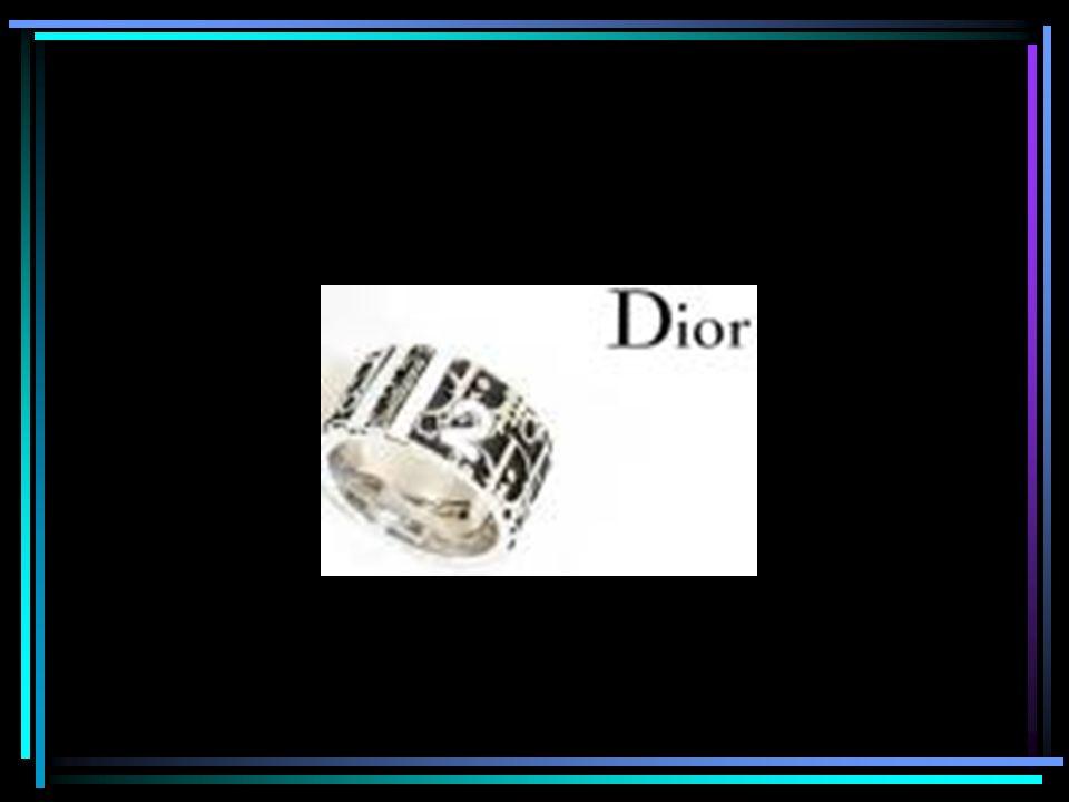 Christian Dior Né au sein d une famille nantie à Granville, le 21 janvier 1905, Christian Dior a abandonné très rapidement ses études de sciences politiques pour se consacrer au dessin.