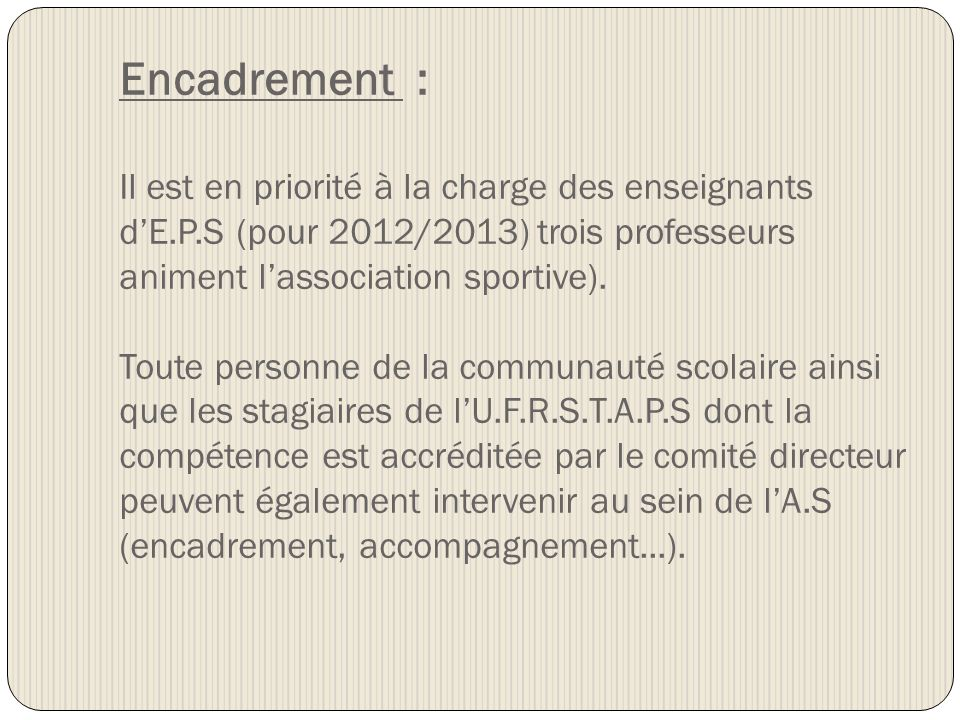 Perspectives 2012/2013 : Activités encadrées et horaires dentraînement au gymnase : - CROSS : participation aux compétitions (encadrement par les enseignants) ; - BADMINTON : (Mme.Martins) jeudi 16h45-17h45 ; - BASKET-BALL :(M.Pharaton) lundi : 16h45-17h45 ; - CIRQUE : (Mme Berthelon) mercredi 14h45 -16h30 ; - DANSE : (Mme Berthelon) mercredi 13h30 – 15h00 - GYMNASTIQUE (Mme Martins) mardi 16h45-17h45 (nouvelle activité) - LUTTE (Mr pharaton) mardi 16h45-17h45 - Classe promotion HAND-BALL : Actuellement une seule équipe (minime garçons) est engagée dans le championnat scolaire, lencadrement est assuré par Arnaud GUILLEMIN (cadre du DBHB), laccompagnement sur les compétitions, par Arnaud GUILLEMIN et professeur dEPS de manière concertée.
