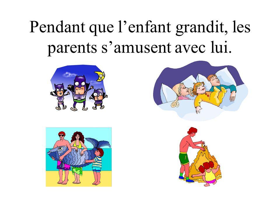La Naissance Lenfant nait Et les nouveaux parents sont ravis de leur enfant!