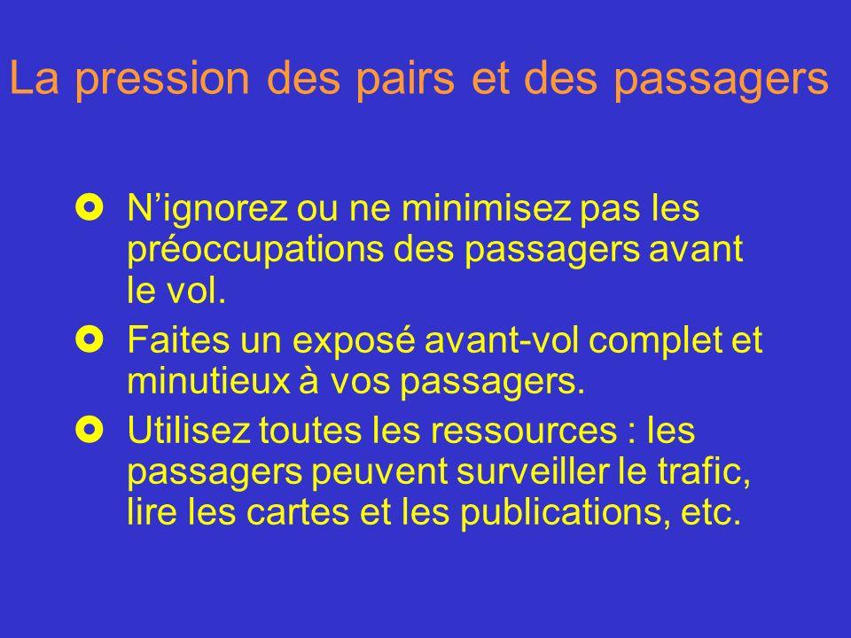 La pression des pairs et des passagers £Nignorez ou ne minimisez pas les préoccupations des passagers avant le vol. £Faites un exposé avant-vol comple