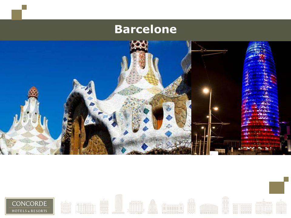 Barcelone, une ville cosmopolite Le soleil y brille presque toute lannée Barcelone est l une des principales destinations touristiques en Europe Barcelone est l un des plus grands hubs dans le sud de l Europe et l aéroport d EL Prat compte plus de 960 vols par jour 1.595.110 habitants, dont 54% ont moins de 35 ans 1er port de croisière européen, il se range à la 11ème place mondiale au niveau du nombre de passagers